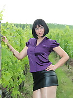 Yet another vineyard photo session of Pantyhose Diva