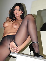 Pantyhose Diva stuffing her naked pussy