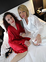 Two British mature ladies go full lesbian